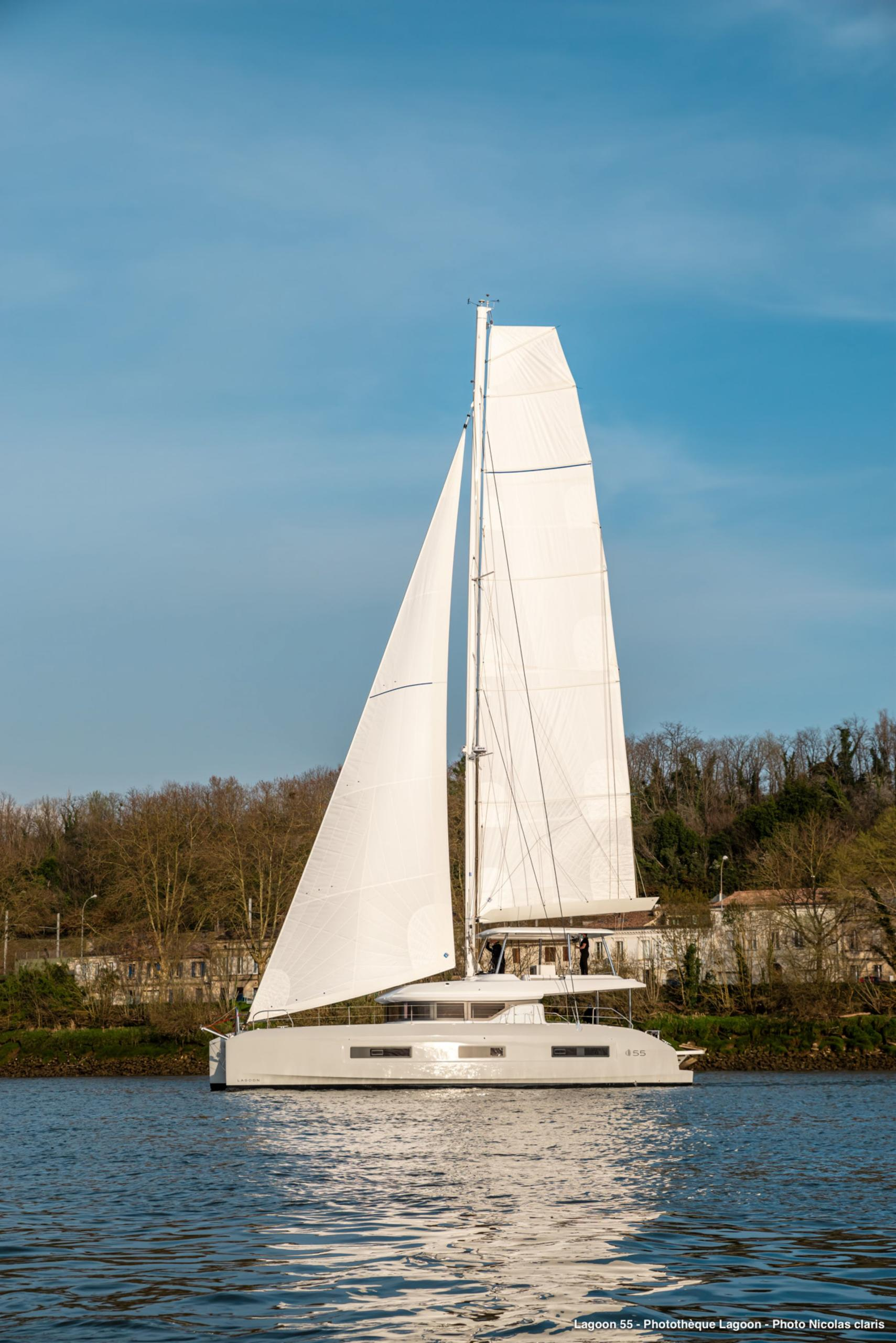 lagoon 55 sailing