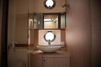 Swift Trawler 47 bathroom